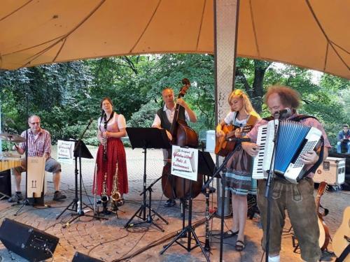 Live als Quintett im Schlosspark - Sonntags um 4 - August 2017 mit dabei sind Michael, Vanessa, Max, Luisa und Andreas